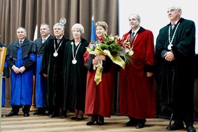 а тържествено заседание на академичния съвет на Лесотехническия университет Меглена Плугчиева бе удостоена с почетното звание доктор хонорис кауза СНИМКА: Снимки: Десислава Кулелива