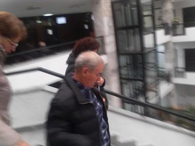 Янев излиза от сградата на съда. СНИМКА: Антоанета Маскръчка