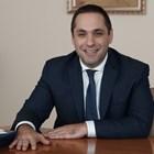 Емил Караниколов на заседание на правителството и в парламента, после черпи за рождения си ден