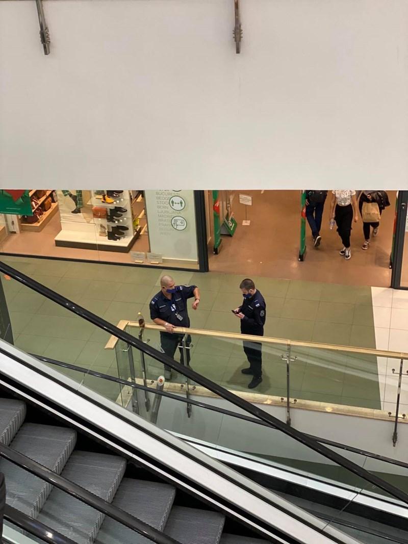 Полицаите вече са в столичните молове. Кметът Йорданка Фандъкова разпореди проверки и вечер.