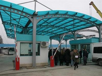 На митница Калотина от 60 митничари с връчени предизвестия 40 са предоставили документ от ТЕЛК, че са тежко болни.
