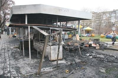 Така изглеждаше пазарът след пожара. Снимки ЕВГЕНИ ЦВЕТКОВ