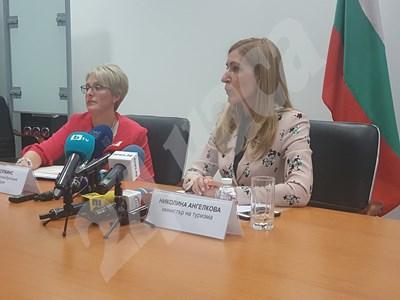 Ема Хопкинс и Николина Ангелкова на среща с бранша СНИМКА: Христо Николов СНИМКА: 24 часа