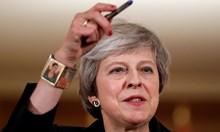 Богаташи бягат от Англия, депутати искат вот на недоверие на Тереза Мей (Обзор)