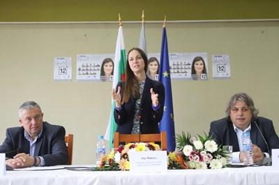 Ева Майдел през бизнеса в Свищов СНИМКИ: пресцентърът на ГЕРБ