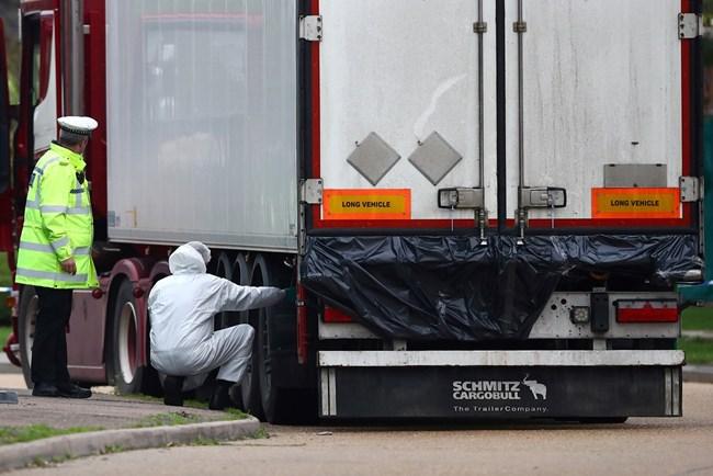 Започна идентифицирането на 39-те тела, открити в камион в Есекс (Снимки)