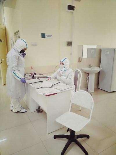 Броят на починалите хора, диагностицирани с COVID-19, в Русия се е увеличил за денонощие със 181 до общо 4555 СНИМКА: Ройтерс