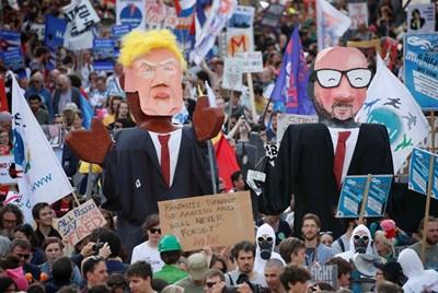 10 000 души протестираха срещи Тръмп. Снимки: Ройтерс
