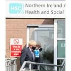 Британският премиер Борис Джонсън по време на посещението си в Белфаст, Северна Ирландия. Снимка: Ройтерс