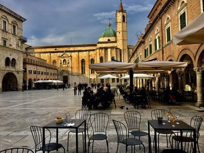 Пиаца дел Пополо е един от италианските площади с най-красива сценография.