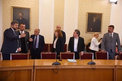 """""""Демократична България"""" бе първата политическа сила, която се срещна с ръководството на ИТН за търсене на подкрепа за следващо правителство. СНИМКА: Велислав Николов"""