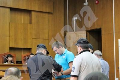 Иван Николов в съда СНИМКА: Любомир Илков СНИМКА: 24 часа