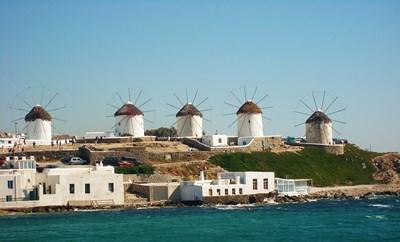 Вятърните мелници са емблемата на Миконос. СНИМКА: Pixabay