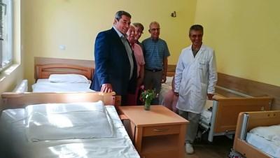 Холандските дарители бяха посрещнати от кмета инж.Добромир Добрев и шефа на болницата д-р Иван Иванов