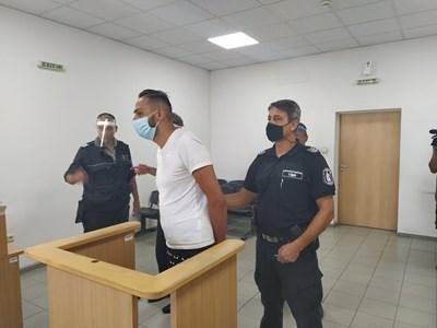 Ангел Рашков бе изправен пред съда.