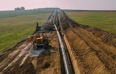 Екипите на терен работят усилено, за да спазят ангажимента газовата връзка да е готова до края на 2021 г.