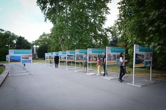 "Подредиха изложба ""Варна - 100 години курортен град"" до Слънчевия часовник"