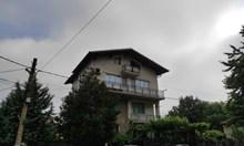 Обирджията на банката в Дупница завил 54 хил. лв. в тениската си и ги скрил край реката