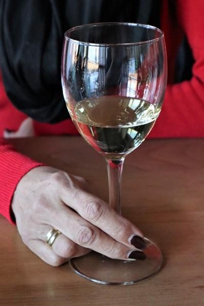 Американско проучване показа, че при жените, които пият по една чаша бяло вино на ден, шансът от ранна менопауза е с 20% по-малък. СНИМКА: Пиксабей