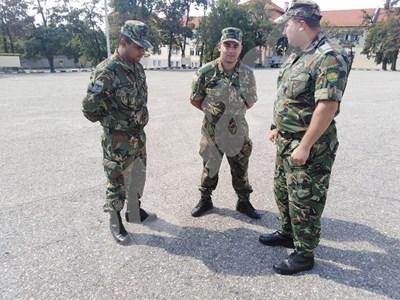 Военните Десислав Йорданов, Евгени Георгиев и Кристиян Георгиев.  СНИМКИ: Авторката СНИМКА: 24 часа
