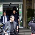 Прокурор Ангел Кънев (на преден план) извежда Красимир Живков от министерството.