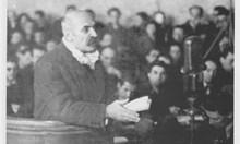 Придворният ясновидец Любомир Лулчев предрича, че ще оцелее след присъдата на Народния съд, но бива разстрелян на Софийските гробища
