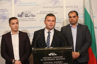 Явор Божанков обяви решението на левицата на брифинг в парламента. Снимка БСП