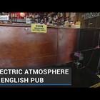 Електрическа ограда гарантира социалната дистанция в английски бар (Видео)