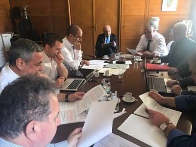 Лидерски преговори по секторни политики имаше цял ден в стаята на ГЕРБ в НС вчера.