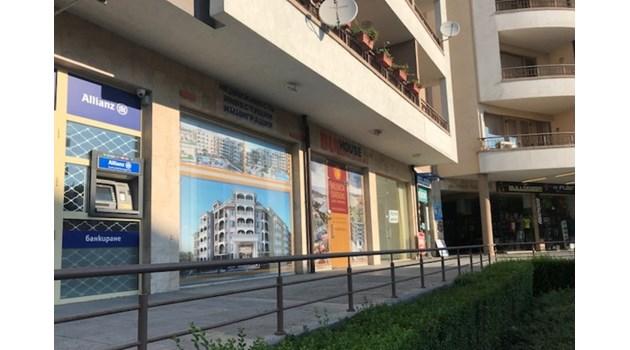 Банковите обирджии в Несебър 2 часа пробивали дупка в стената, но се изпарили за минути