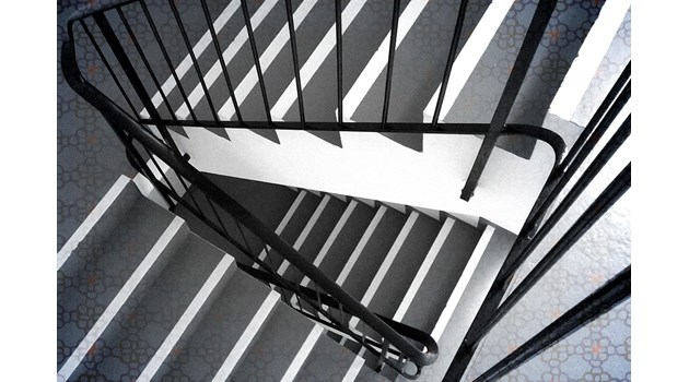 Син уби баща си в Пазарджик, след като го блъсна по стълбище