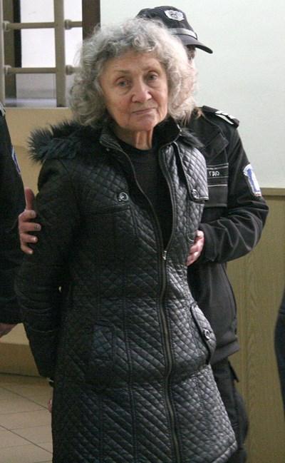 Веска Хаджиева запази самообладание в съдебната зала, но трепереше през цялото време.