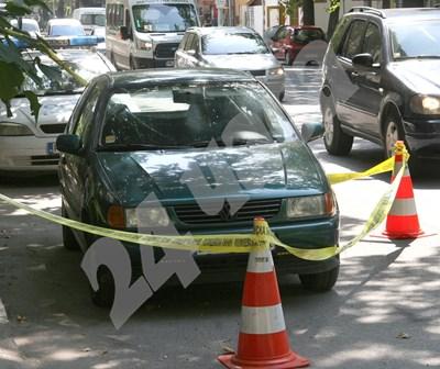 Колата, до която е бил убития до Военна болница в Пловдив Снимки: Евгени Цветков СНИМКА: 24 часа