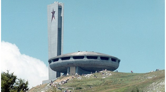 """Откраднат ли е проектът за паметника на Бузлуджа: """"Летящата чиния"""" е трябвало да бъде модерно кафене в София"""