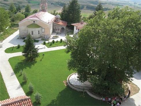 Църквата към манастира в Хаджидимово съхранява чудотворната икона на св. Георги, която лекува.