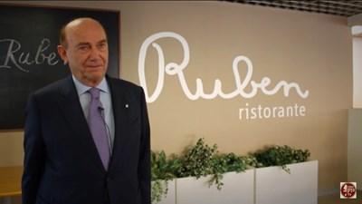 Ернесто Пелегрини е собственик на ресторант, където се вечеря за 1 евро. СНИМКИ: ЮТЮБ И ФЕЙСБУК