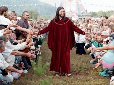Отец Висарион много рядко разрешава да бъде сниман.