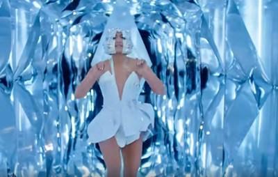 """Кадър от видеоклипа към песента """"Лекарство"""""""
