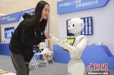 Китайската индустрия за изкуствен интелект ще достигне 30 млрд. долара до 2022 г.