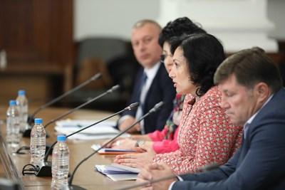 Десислава Танева на брифинга след провеждането на Консултативния съвет по зърното. Снимки правителствен пресцентър