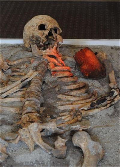 """Откритият в Созопол скелет  Снимка: """"24 часа"""""""
