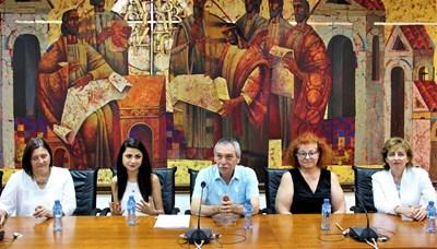 Ректорът проф.Христо Бонджолов приветства студентите по психология от Великобритания
