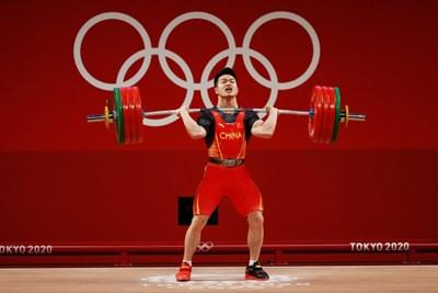 Китаец счупи световния рекорд по вдигане на тежести в категория до 73 кг