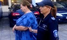 """Черната вдовица от Бургас """"разходила за последно"""" убития си съпруг в контейнер на 2 км. Опитала да го хвърли в морето от мост"""