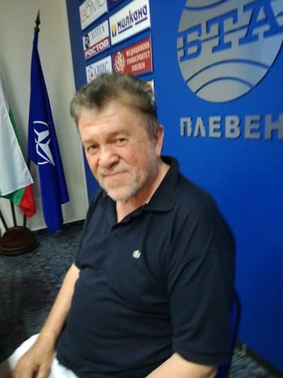 Шефът на плевенските симфоници Любомир Дяковски  СНИМКА : Буряна Божинова