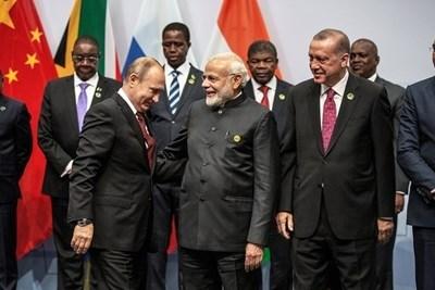 Владимир Путин, Нарендра Моди и Реджеп Тайип Ердоган преди срещата на БРИКС в Йоханесбург СНИМКА: Ройтерс