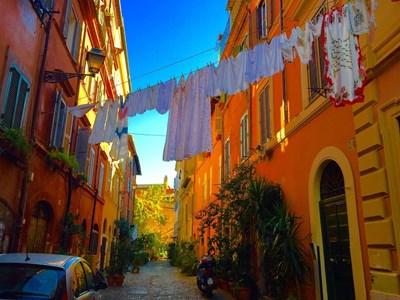 Простирането на бельо, видно от улицата, вече е забранено в Рим.