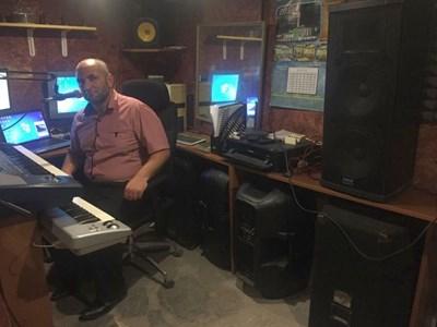 Нихат Адемов има издадени 10 албума с авторски песни. СНИМКА: Валентин Хаджиев