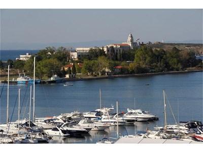 Яхти в пристанището на Созопол. За някои читатели яхтата е символ на богатство.  СНИМКА: ЙОРДАН СИМЕОНОВ