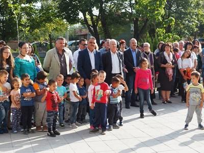 Кметът Димитър Иванов (в средата) откри новите придобивки